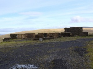 Ruined buildings. These are built from concrete blocks so probably date from the latter days of the quarry
